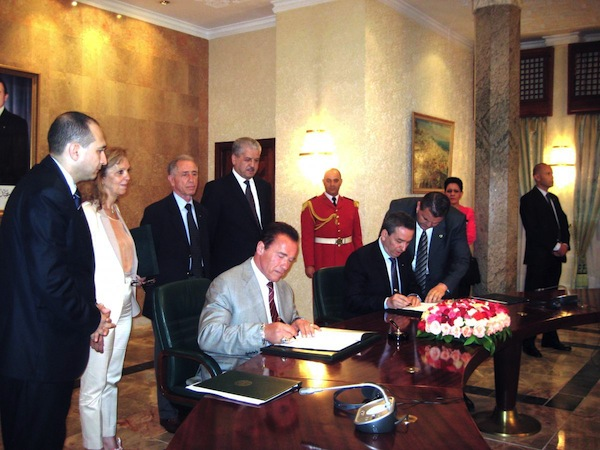 Signature de l'accord Arnold